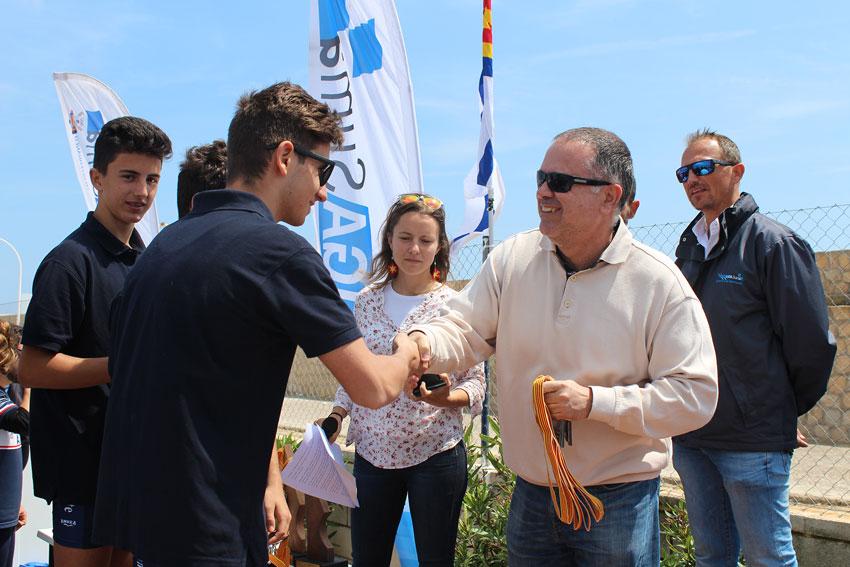 El passat diumenge tenia lloc al Club Nàutic d'Altea la 10ª regata de la Lliga SUMA de rem amb el X Trofeu de Rem del Club Nàutic d'Altea. L'acte va comptar amb el suport de l'Ajuntament d'Altea amb la presència del tinent d'alcalde i regidor, Pere Lloret, que  va entregar algun dels trofeus als participants.