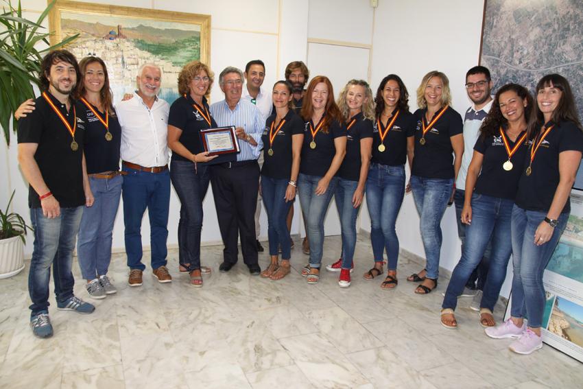 Homenatge a les Veteranes del Club Nàutic Altea després de proclamar-se campiones d'Espanya