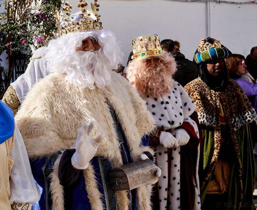 Cientos de niños  y niñas recibieron con ilusión la llegada de S.S.M.M. los Reyes Magos