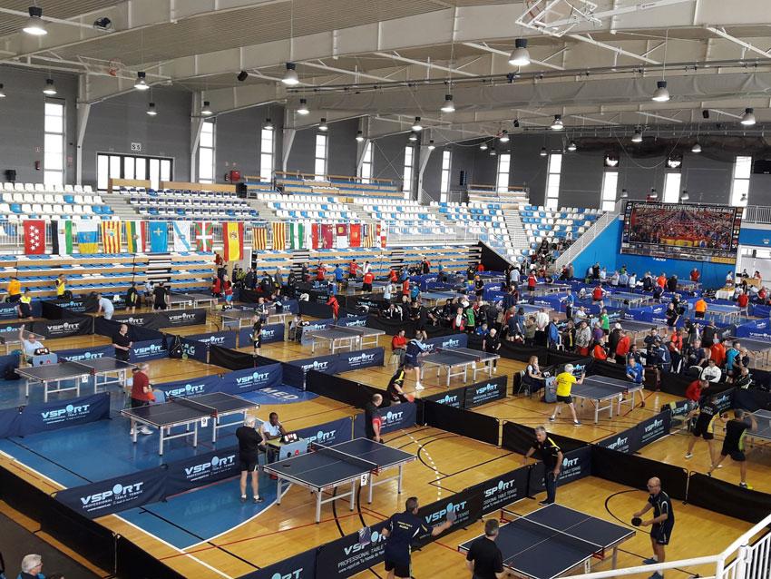 Més de 500 jugadors participen al Torneig de Veterans de Tennis Taula que està celebrant-se a Altea, Palau dels Esports, des del passat divendres 27 d'abril i fins demà 1 de maig, dia en què es disputaran les finals de les diferents categories.