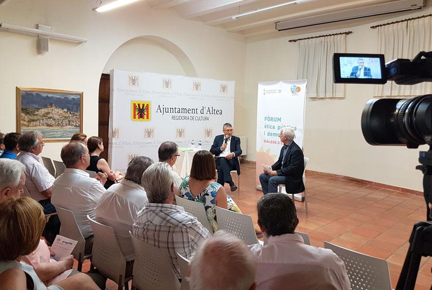 El conseller d'Economia, Rafael Climent, respon a la ciutadania d'Altea