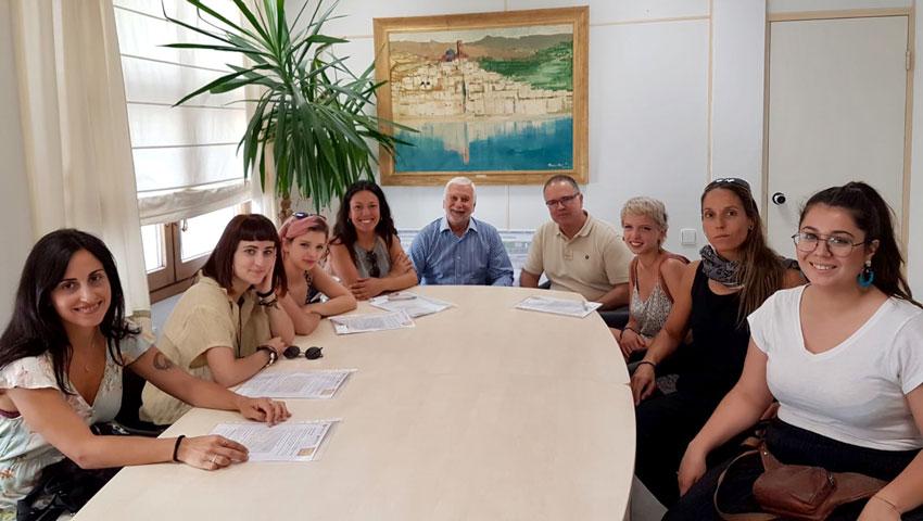 L'alcalde rep a les sis joves artesanes que participaran en el projecte europeu ''Artisans do it Better''