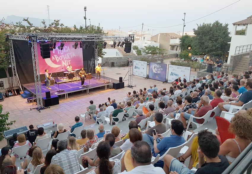 Tardor ompli la plaça de l'Aigua en el seu concert de ''Música a Boqueta Nit''