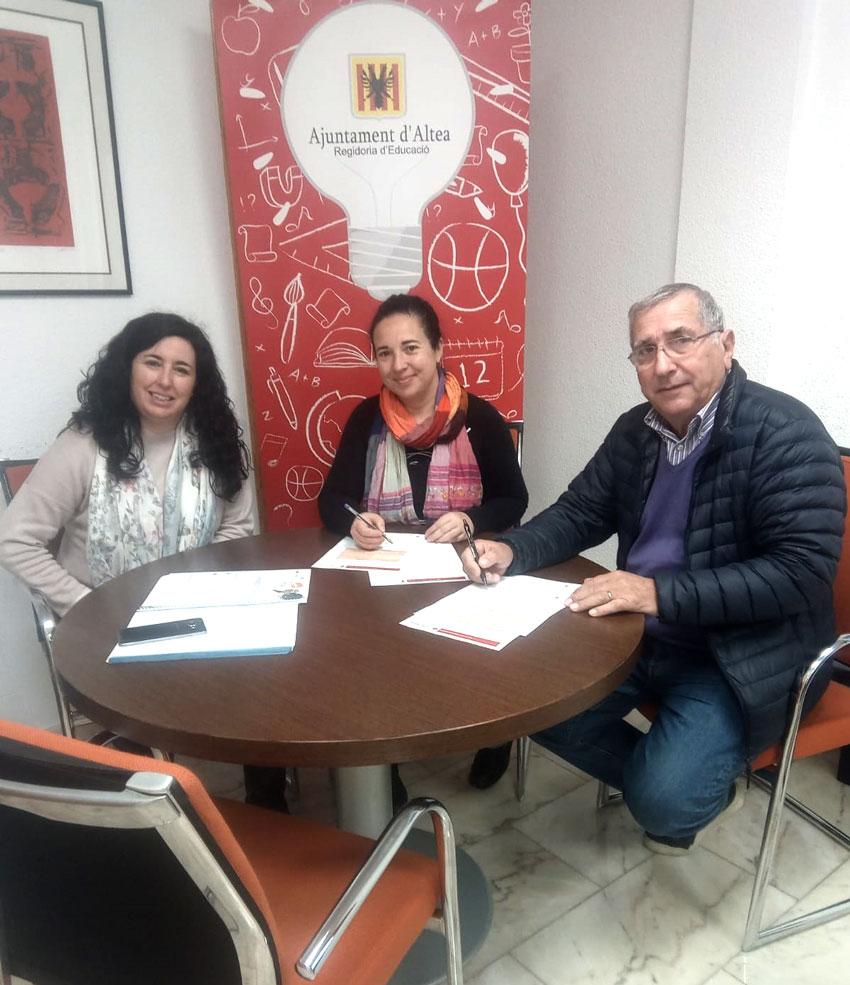 Educació i Creu Roja Altea presenten un projecte de desenvolupament sostenible dels municipis