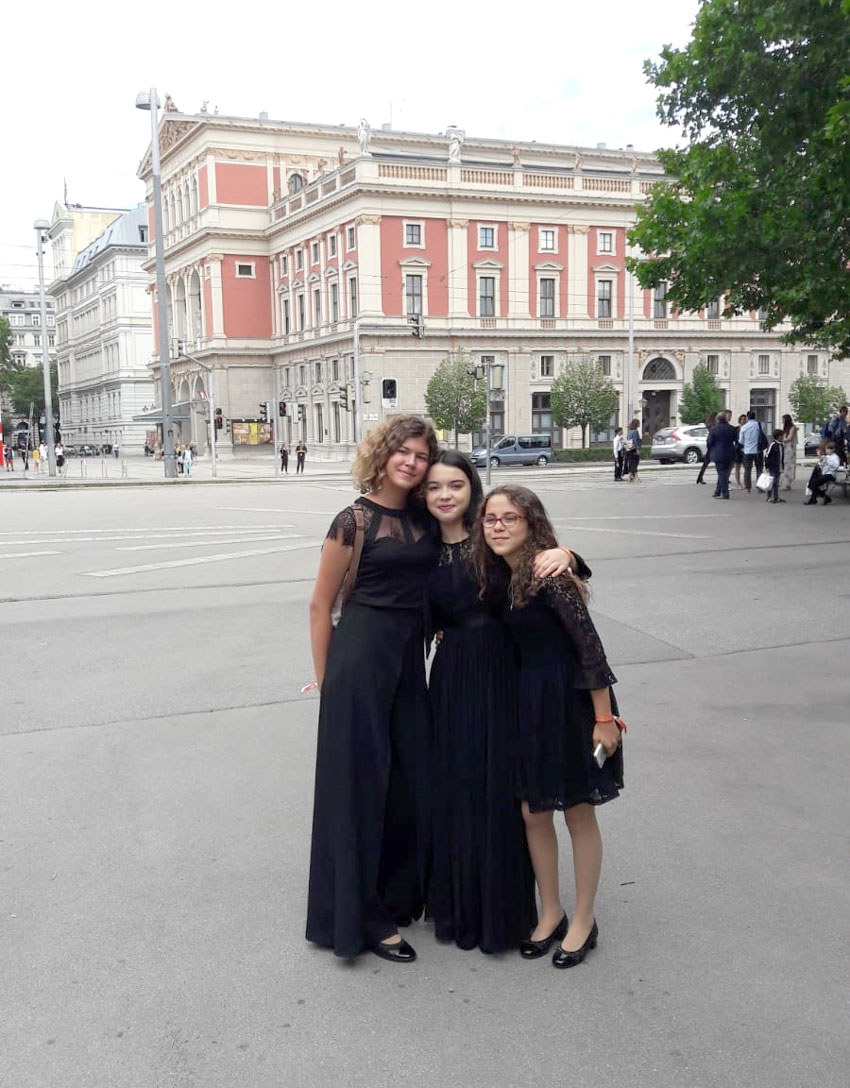 Las músicas alteanas Vicenta Moya, Helena Martínez y Àngels Ferrer triunfan en Viena con la Orquesta de Jóvenes de la Provincia de Alicante