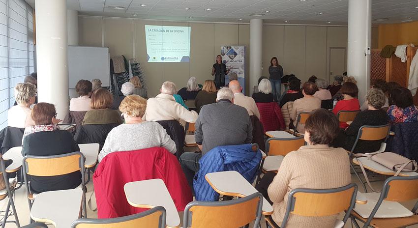 L'Oficina de Projectes Europeus es presenta als alumnes de les Aules Universitàries de l'Experiència