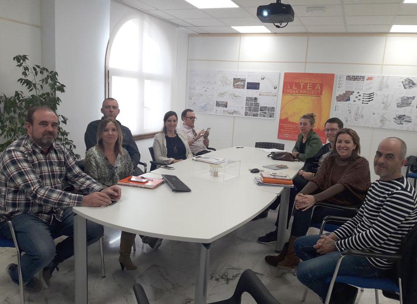 Ajuntament i UNART treballen en la renovació de la imatge de la Mostra d'Artesania