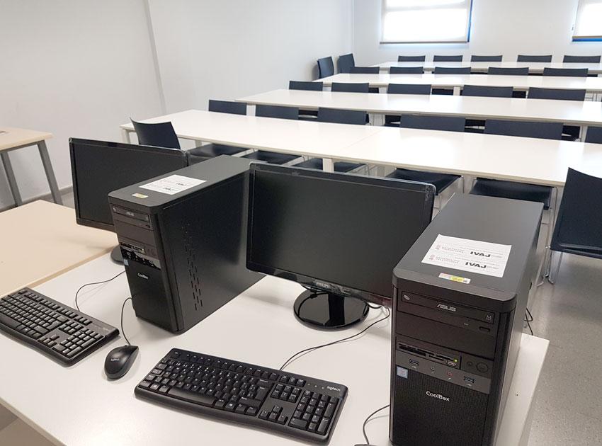 El área de Juventud y Deportes cuenta con nuevo equipamiento informático gracias a una subvención del IVAJ