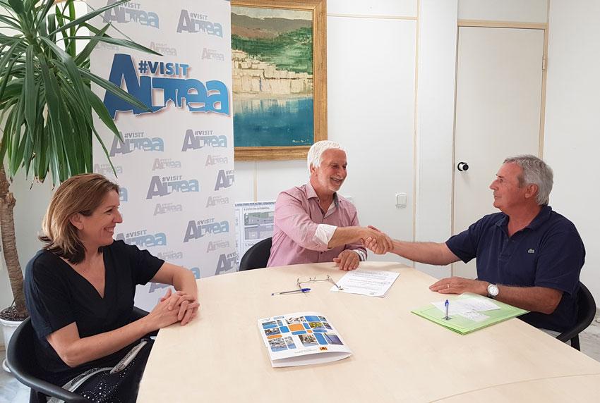 El Ayuntamiento y la Cofradía ''Castell de l'Olla'' firman el convenio de colaboración para la organización del Castell