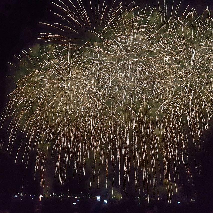 Milers de persones ovacionen el Castell de l'Olla que celebra la seua 31 edició