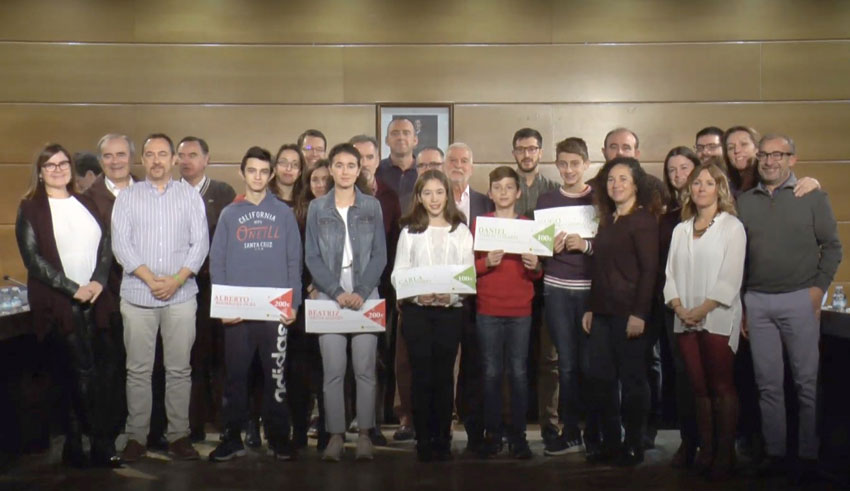 El Pleno reconoce el esfuerzo de los cinco estudiantes alteanos que han sido galardonados con el premio extraordinario al rendimiento académico