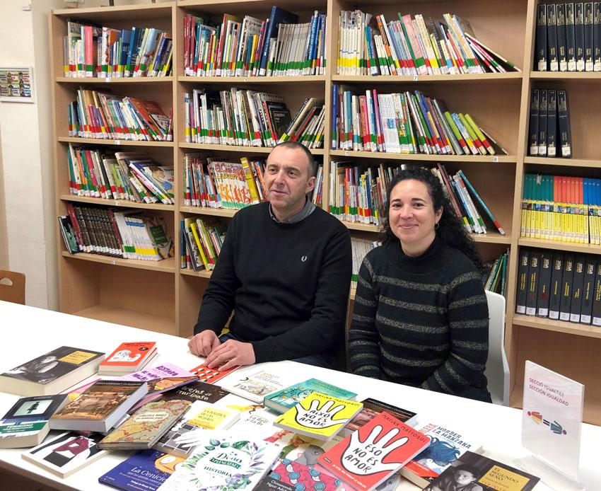 Igualtat entrega lots de llibres a l'àrea de Pediatria i a la Biblioteca Municipal