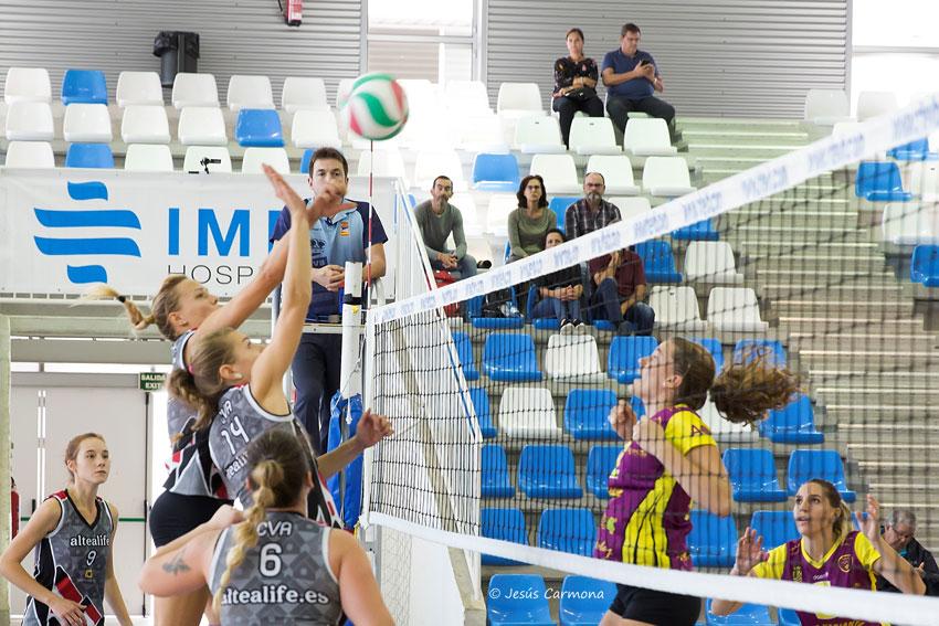 Platges de Benidorm s'emporta el derbi comarcal de voleibol