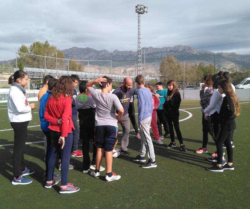 Esports cedeix el camp de gespa artificial a alumnes alteans per a la pràctica del rugbi