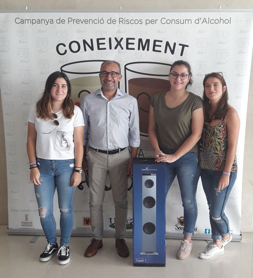 """El concurs de selfies de la campanya """"Coneixement i Bona Lletra"""" ja té guanyadores"""
