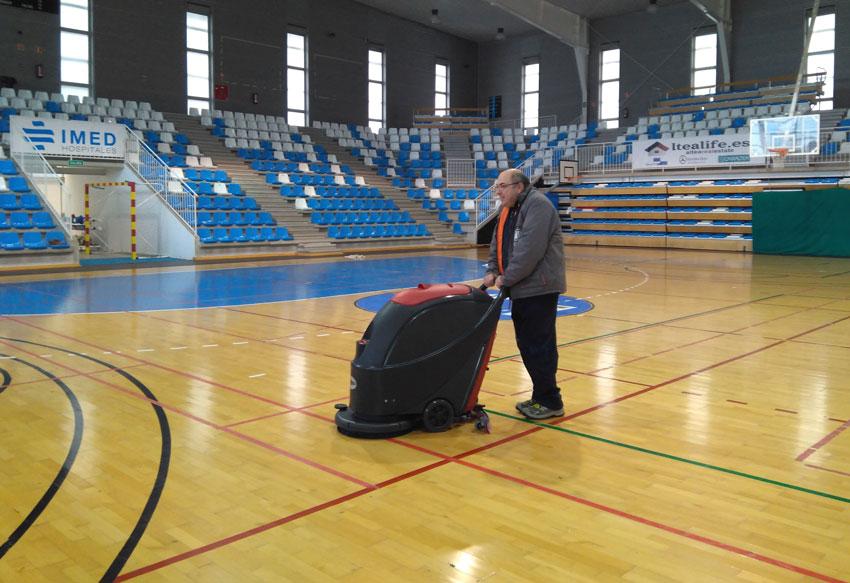 Deportes renueva la maquinaria para las pistas de los pabellones de la Ciudad Deportiva