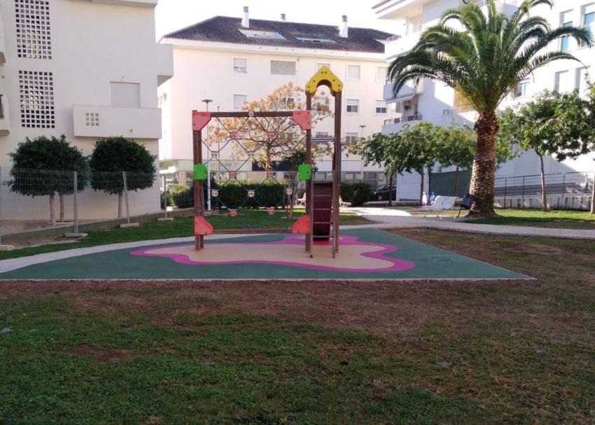 Finalitzen les obres de millora de set parcs infantils d'Altea