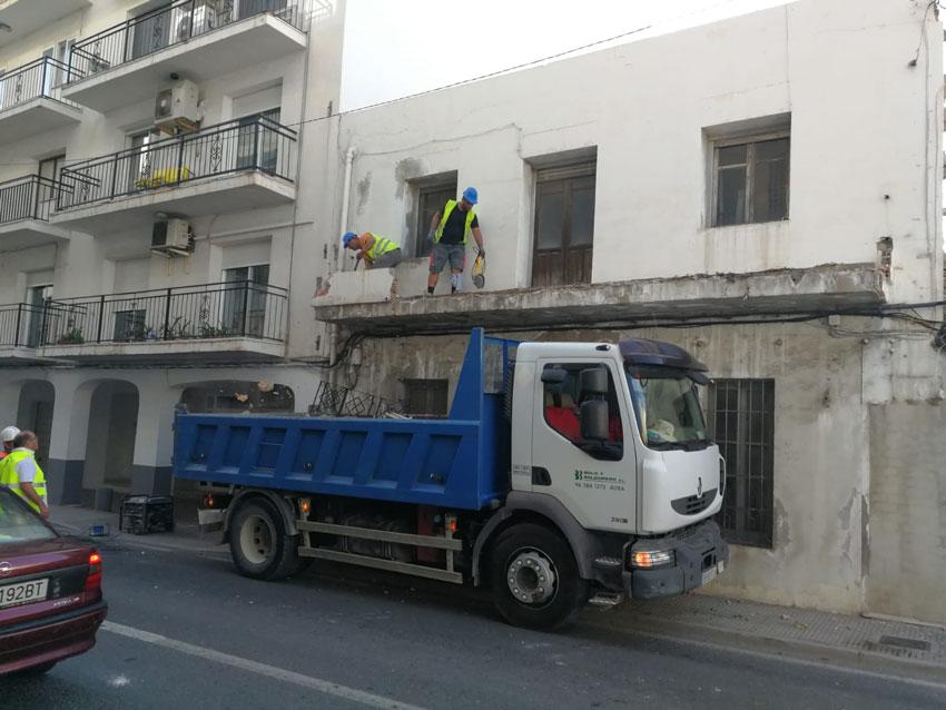 L'Ajuntament executa de forma subsidiària la demolició d'un conjunt de cases en ruïna