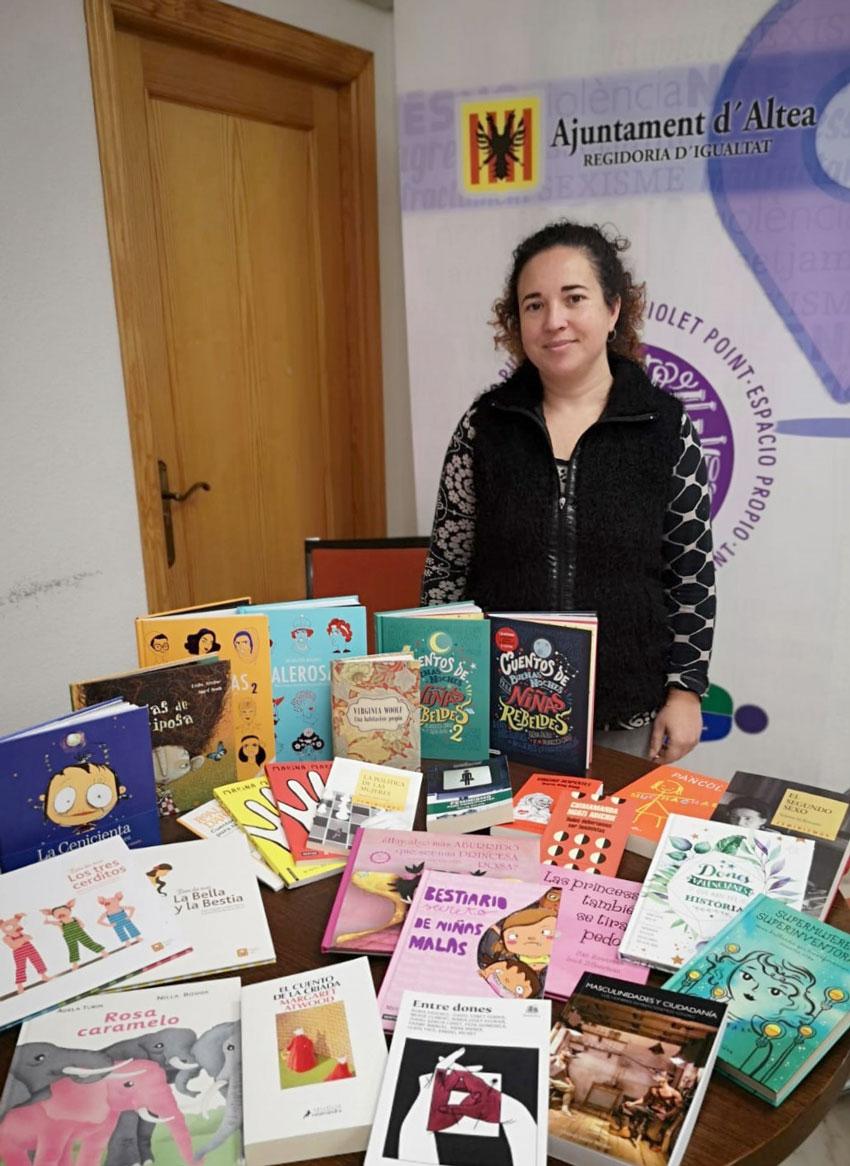 Igualdad fomenta la lectura con la adquisición de una gran variedad de libros sobre feminismo e igualdad