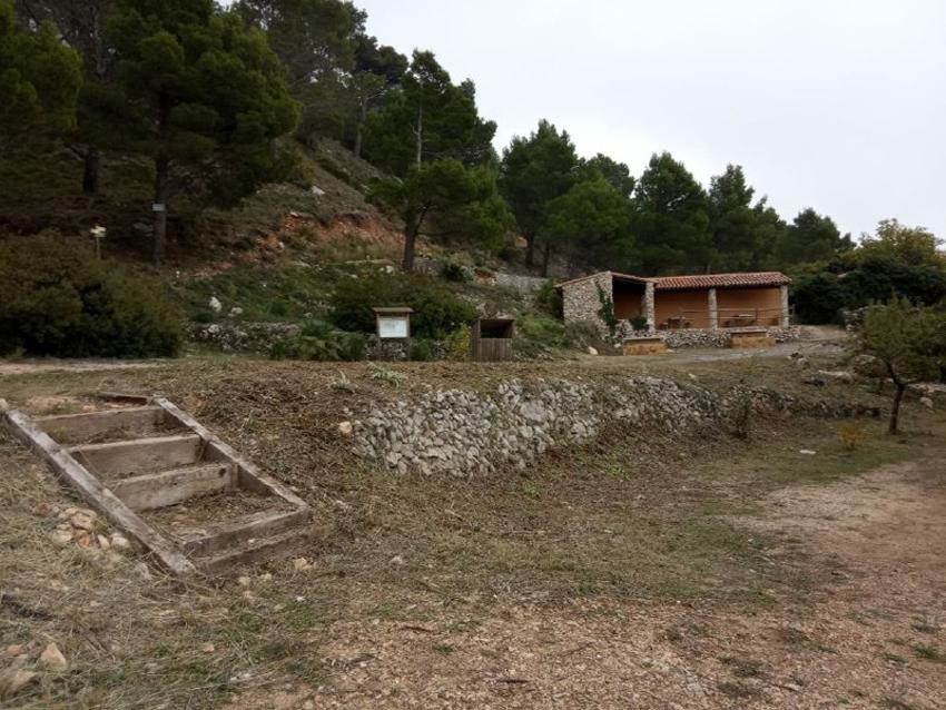 Medio Ambiente realiza trabajos de acondicionamiento y limpieza en la zona recreativa de Bernia