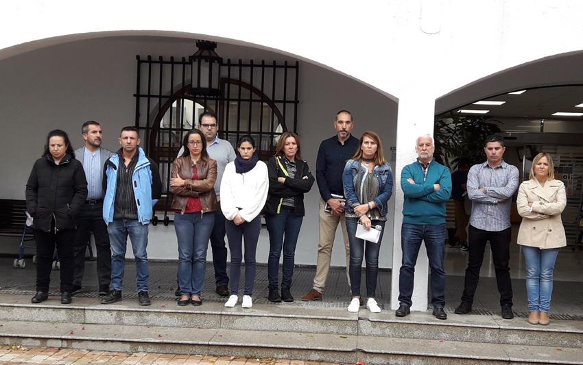 L'Ajuntament d'Altea, presidit per l'alcalde, Jaume Llinares, ha guardat un minut de silenci en repulsa per l'assassinat masclista d'Elena, veïna de Dénia, i reivindica el Pacte Valencià contra la Violència Masclista i de Gènere com a eina amb la qual els valencians i valencianes la combatrem.
