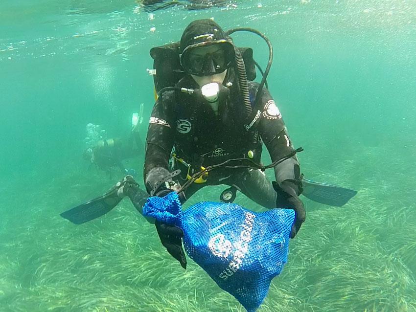 Nova acció de neteja del fons marí de la badia d'Altea