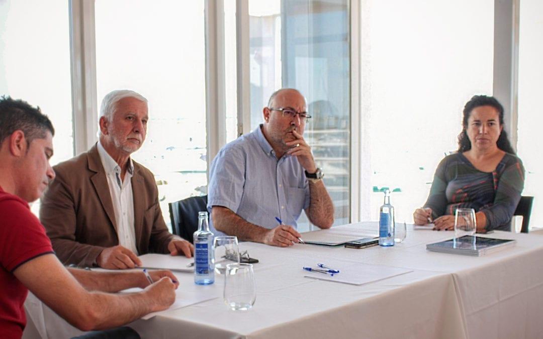 El director general de Puertos, Aeropuertos y Costas se reúne con el alcalde, la concejala de Educación, el concejal de Urbanismo y Medio Ambiente, y representantes del sector