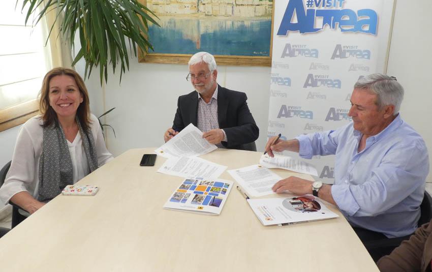 Se signa, un any més, el conveni de col·laboració entre l'Ajuntament d'Altea i la Confraria del Castell de l'Olla