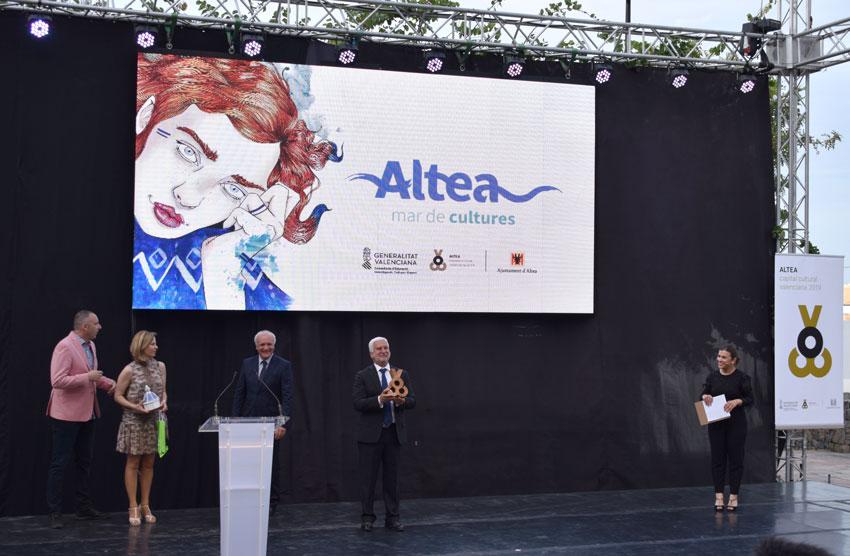 Més de 400 persones assisteixen a l'acte de presentació oficial d'Altea com a Capital Cultural Valenciana 2019-2020