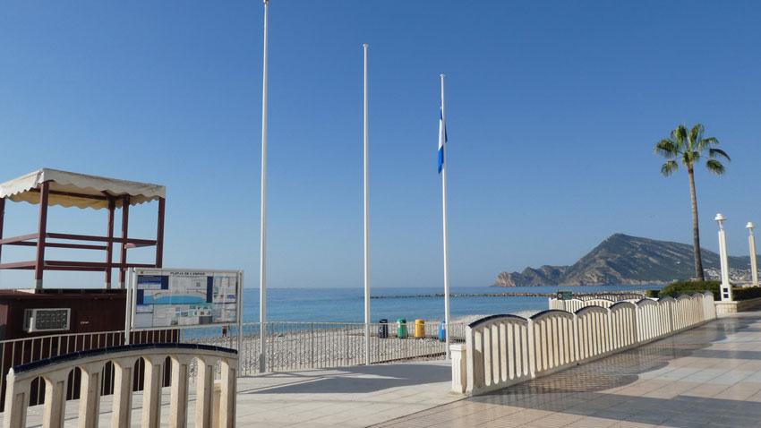 La Platja de l'Espigó ja veu onejar la seua bandera blava