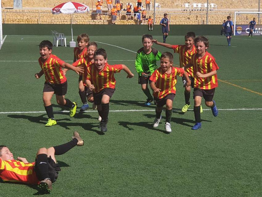 El prebenjamín de les escoles de futbol base d'Altea es proclama campió de la Marina Baixa Cup