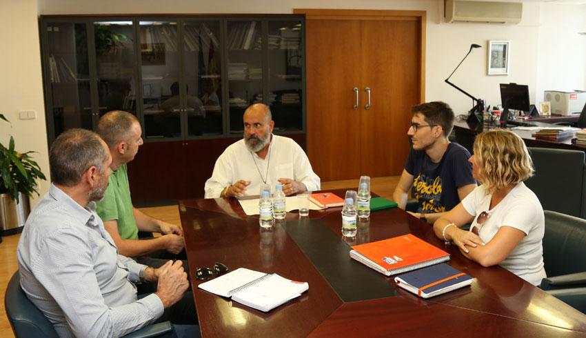 Una oficina de LABORA per a Altea i Tallers d'Ofici centren la reunió de la regidora d'Ocupació amb Enric Nomdedéu