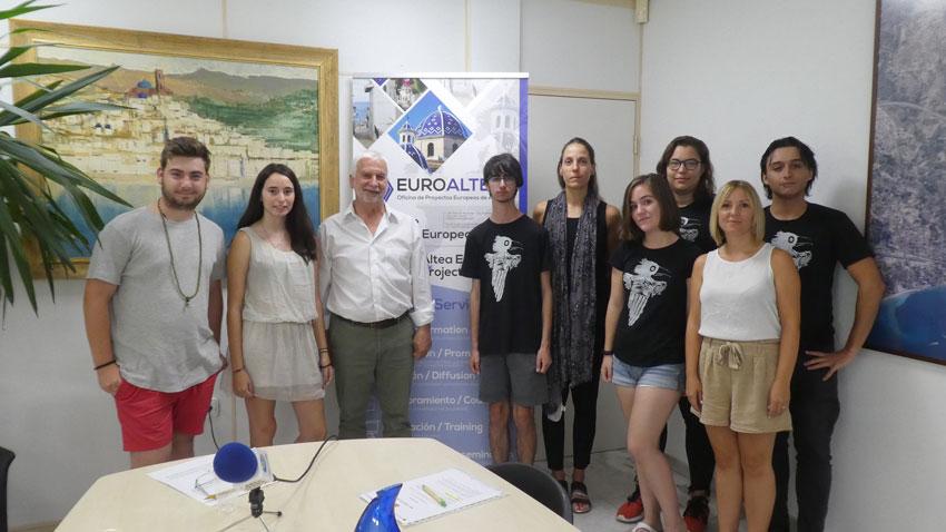 """Els joves de """"Mai Més Teatre"""" conten a l'alcalde la seua experiència en el projecte europeu """"We Need to Talk"""" a Eslovènia"""