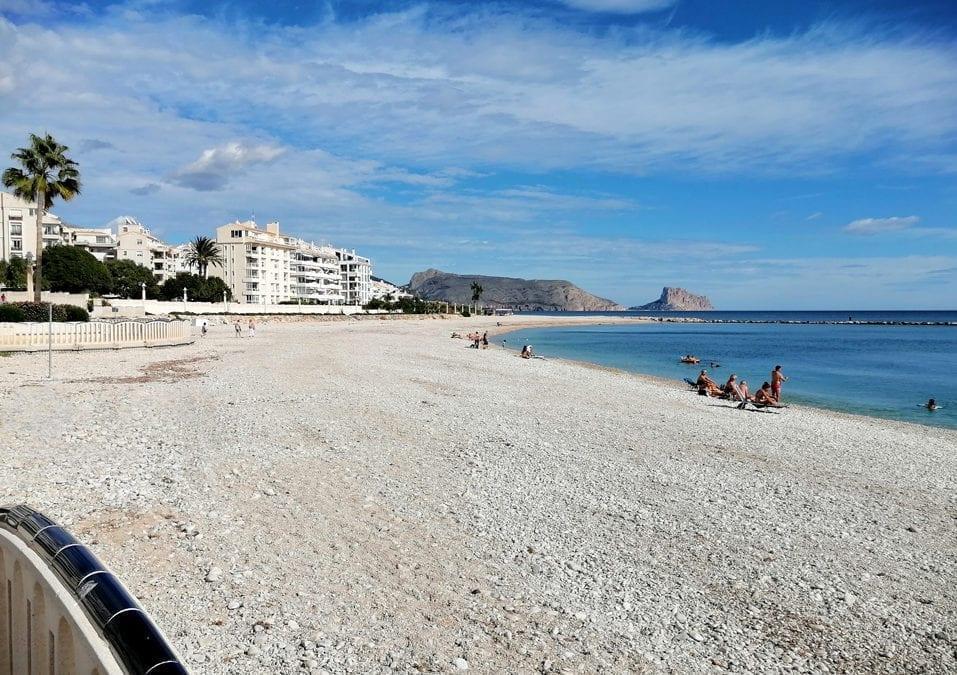 La Empresa Pública acondiciona las playas de Altea de cara a la campaña de otoño
