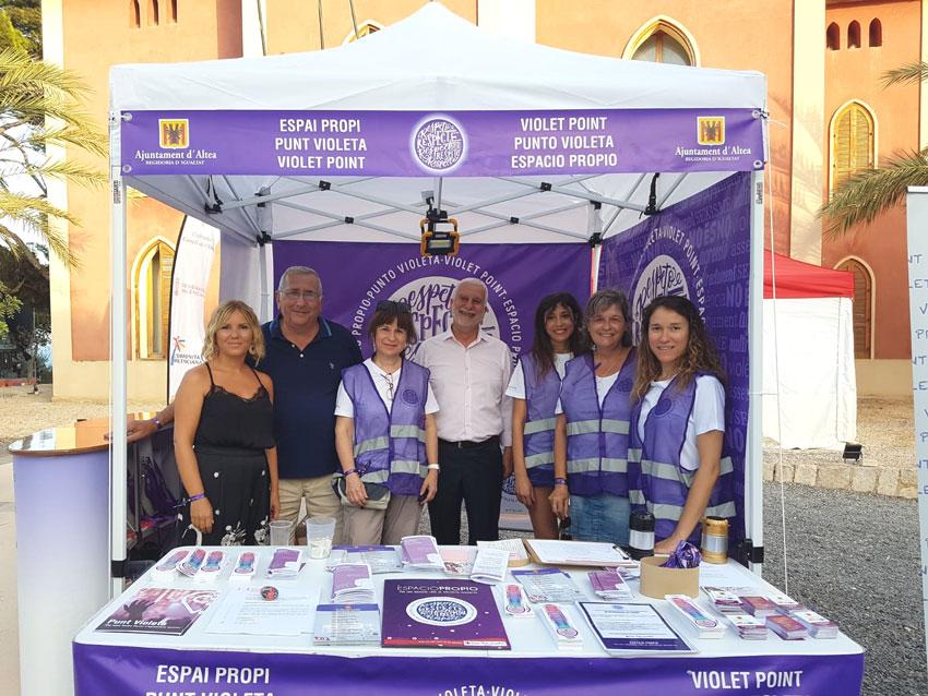 El Punt Violeta sensibilitza a 651 persones en la nit del Castell de l'Olla