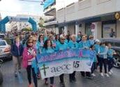 Una marea blava recorre Altea en la lluita contra el càncer