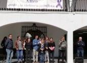 Minut de silenci a l'Ajuntament d'Altea per un nou assassinat masclista