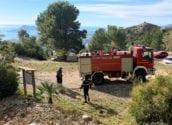 Una vez finalizadas las obras del acceso principal a la Serra de Bèrnia, la unidad de Bomberos de la Diputación se ha desplazado hasta La Font de la Barca para realizar un reconocimiento de itinerarios. Los bomberos han comprobado el buen estado de los accesos para los vehículos de emergencia en caso de una intervención de urgencia.