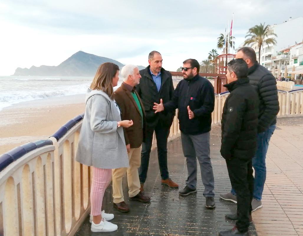El alcalde visita las playas y paseos de Altea para valorar los desperfectos causados por el temporal