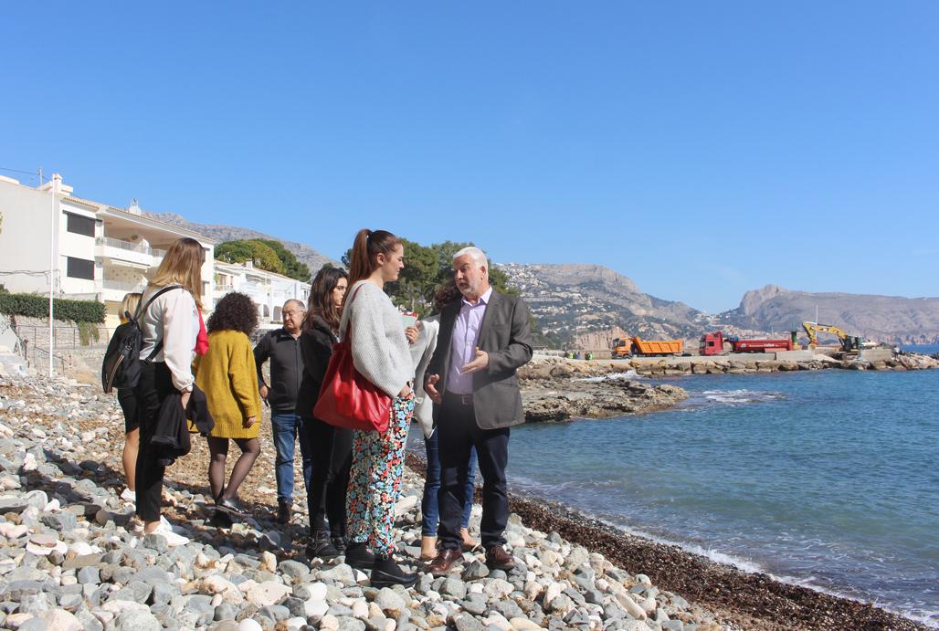 Mireia Mollà anuncia que en un año podría llegar la declaración de la Cala del Soio como Monumento Natural del Afloramiento Volcánico y Playa Fósil