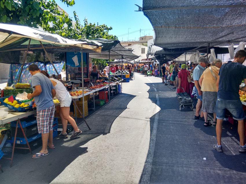 El Ayuntamiento de Altea trabaja para la reapertura, en breve,  del mercadillo de la fruta y la verdura