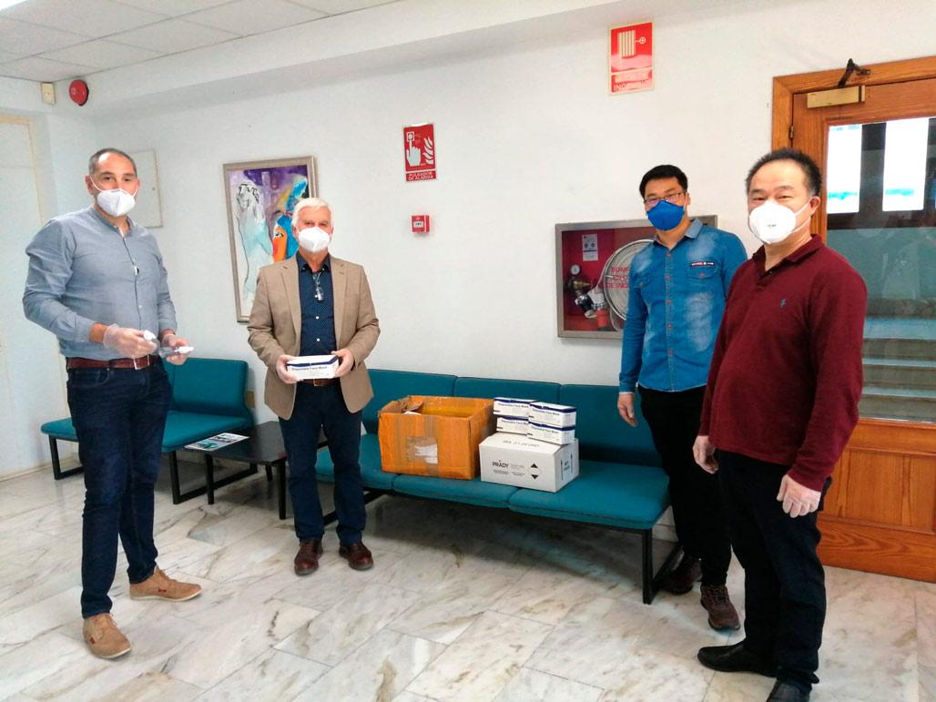 Nova donació de mascaretes i gel hidroalcohòlic de la comunitat xinesa a l'Ajuntament