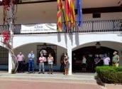 L'Ajuntament d'Altea encapçalat per l'alcalde, Jaume Llinares, ha guardat un minut de silenci en memòria dels morts per la COVID-19. En representació de la corporació municipal, la regidora de Turisme, Xelo González, ha sigut l'encarregada de llegir el manifest en record a les víctimes i com a mostra de respecte i condol a les seues famílies. L'Ajuntament d'Altea es suma així al dol oficial aprovat pel Govern des de hui fins al 6 de juny