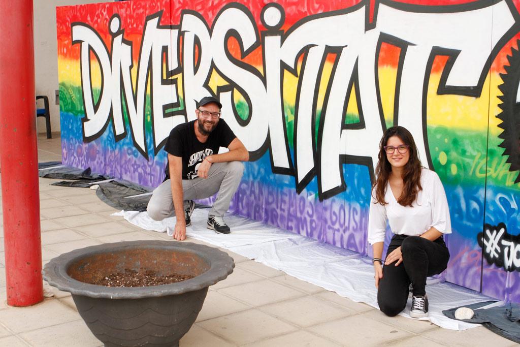 El Centre Cultural Juvenil commemora el dia LGTBI+ amb un mural pintat pels joves d'Altea i el grafiter Chokone