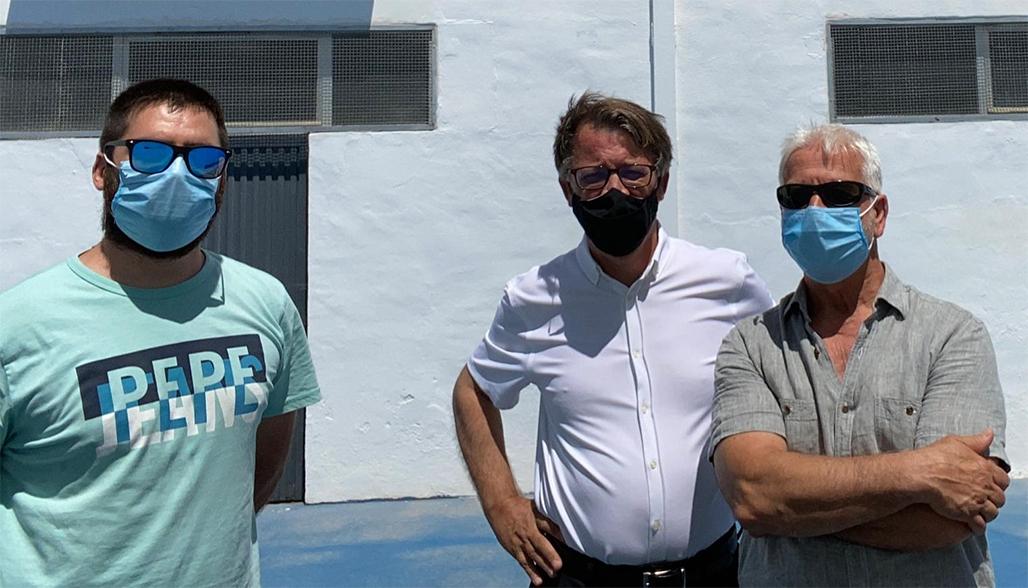 El director general de Deportes visita la calle de pelota remodelada con fondos de la Conselleria