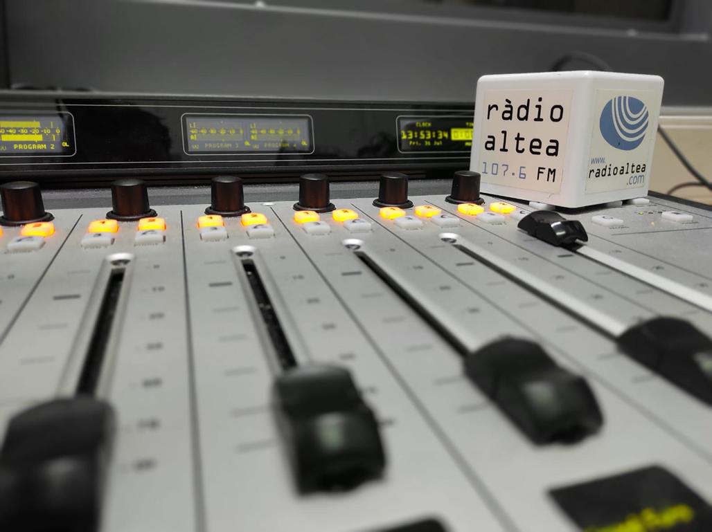 Ràdio Altea para su actividad durante el mes de agosto para renovar toda la programación