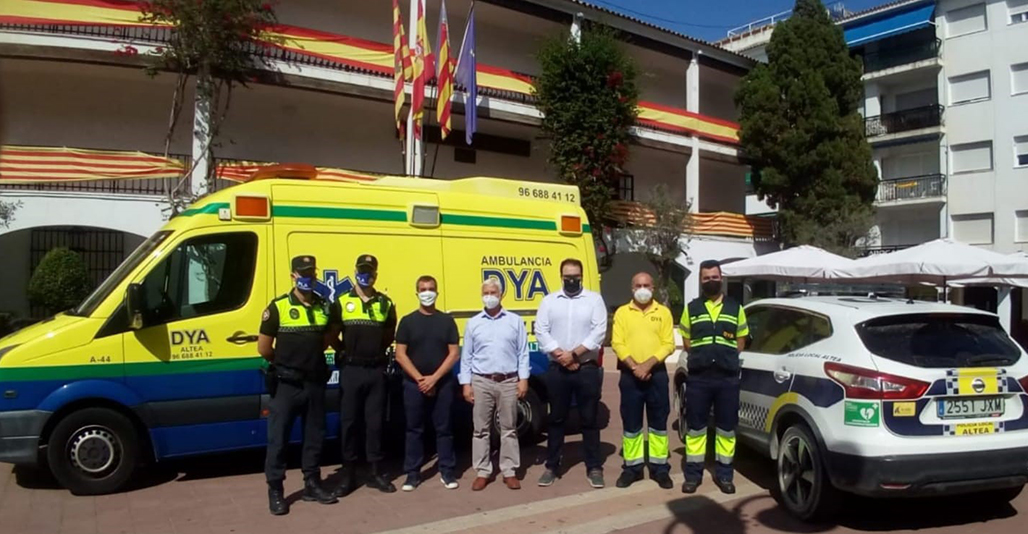 Els edils de Seguretat Ciutadana i Sanitat feliciten els agents A-72 i A-106 per salvar la vida d'un ciutadà