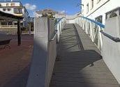 Oberta al pas la passarel·la de la Plaça de l'Ajuntament