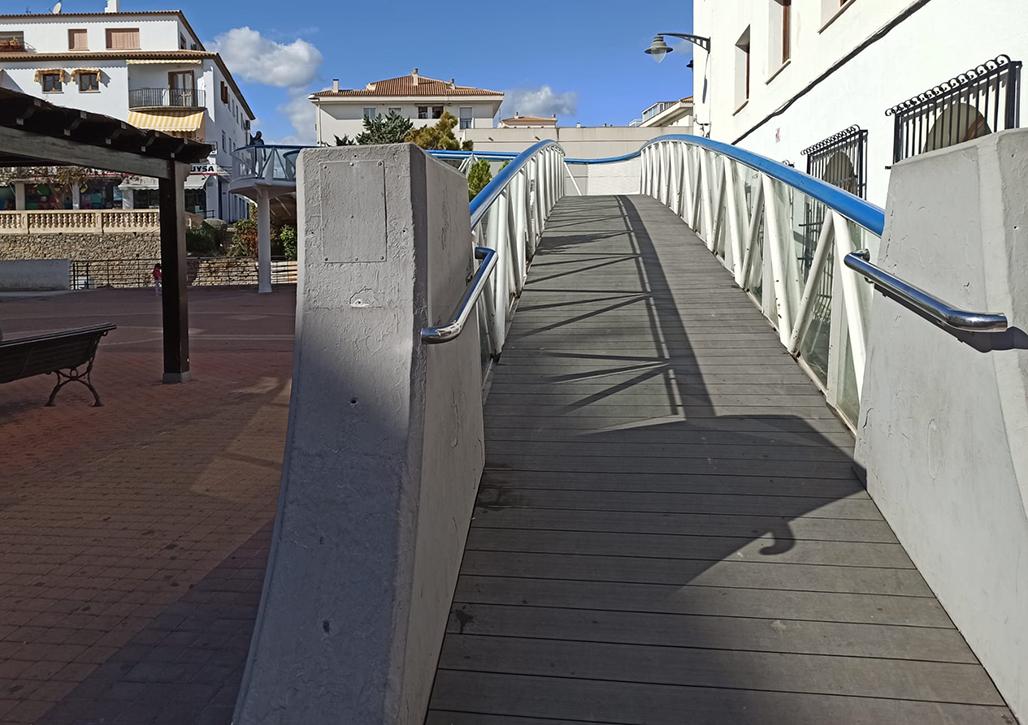 Abierta al paso la pasarela de la Plaza del Ayuntamiento