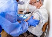Altea comença la vacunació a majors de 90 anys